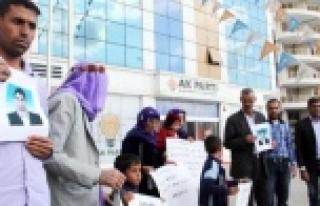 AK Parti Önünde Oturma Eylemi Yaptılar