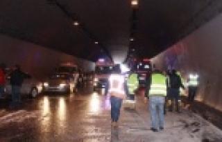 İstanbul'a hasta götürürken kaza yaptı