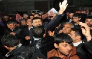 Arapça halaylar, zılgıt ve alkışlarla karşılandı