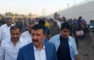 Baskan Ekinci ve Ayhan Suriyelileri karşıladı