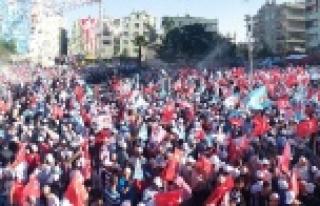 Kavurucu sıcak ve oruca rağmen binlerce kişi Erdoğan...