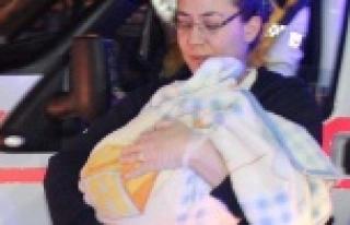 Camii avlusunda bebek bulundu
