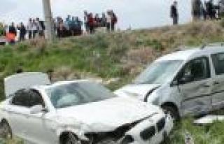 Çarpışan Araçlar Şarampole Uçtu: 4 Yaralı