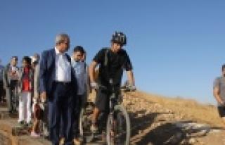 Dağ bisikletçileri Urfa'da pedal çevirdi