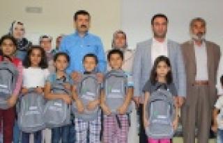 Eyyübiye Belediyesinden öğrencilere çanta ve kırtasiye...
