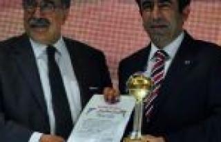 Güzeloğlu'na 'yılın Valisi' Ödülü