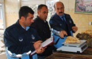 Hilvan'da Denetlenen Ekmek Fırınları Sınıfta...