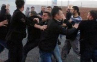Köylüler ile sürücüler kavga etti