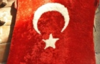 Koyun postundan Türk bayrağı