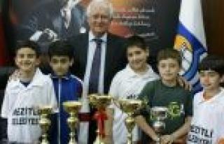 Mezitli Belediyesi Santranç Takımı Ödüle Doymuyor...