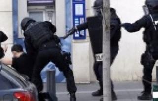 Paris saldırısıyla ilgili Urfalı bir gözaltına...