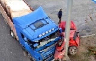 Bu kazada araç kağıt gibi dağıldı!