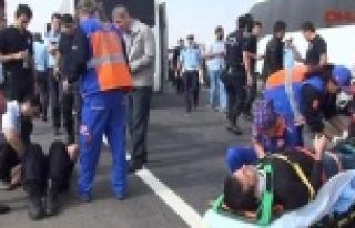 Suruç'ta polisleri taşıyan minibüs kaza yaptı...