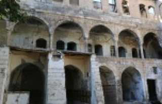 Tarihi Barutçu Hanı'nda restorasyon başladı