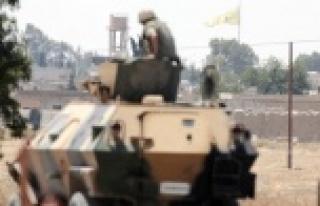 Telabyad merkezine YPG bayrağı asıldı