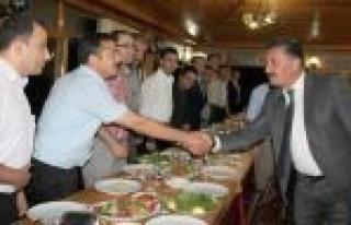 Toroslar Çalışanları Başkan Tuna'ya Yemekle...