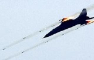 Uçaklar bombaladı, YPG harekete geçti
