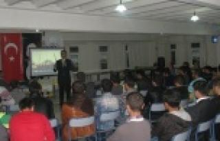 """Üniversitelilere """"Cami ve Gençlik"""" konferansı..."""