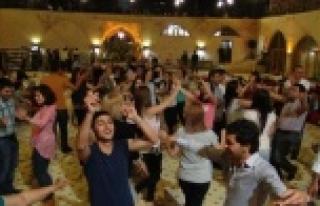 Urfa'da doyasıya eğleniyorlar
