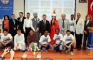 Yabancı Öğrenciler Yöresel Kıyafetleriyle Ülkelerini...