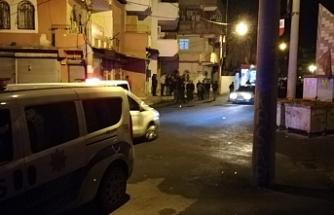 Sokak ortasında bir birlerine saldırdılar