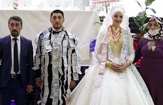 40 dakikalık düğün takı töreniyle geçti