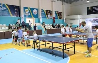 Haliliye'de tenis kursuna yoğun ilgi