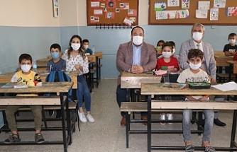 Ekinci sınıfları dolduran öğrencilerle bir araya geldi