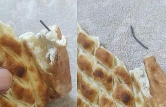 Urfa'da şok! Ekmekten çivi çıktı