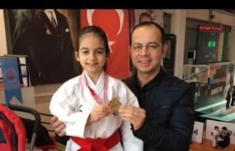 İstanbul Karate Şampiyonu Sevil Duru Sarılar