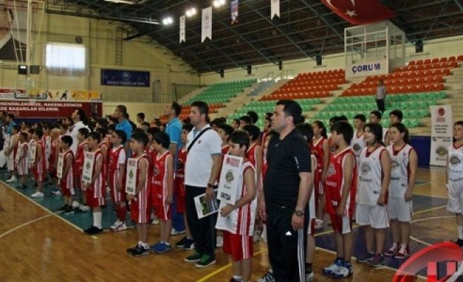 12 Dev Adam Basketbol Okulları 11.Türkiye Ligi Şöleni Başlıyor