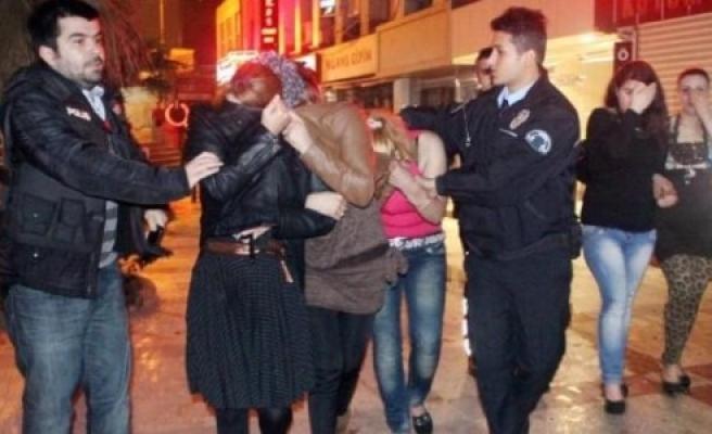 17 Suriyeli kadın gözaltına alındı