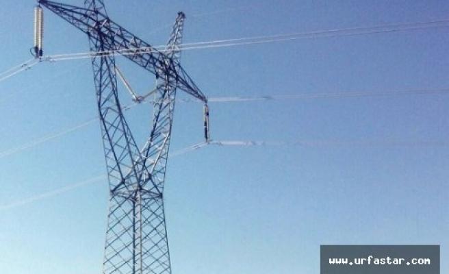 PKK'lılar elektrik direğini bombayla patlattı