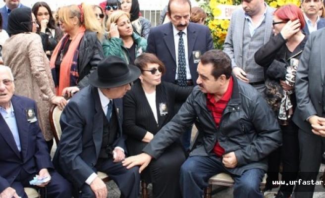 'Minik Serçe'yi Tatlıses teselli etti
