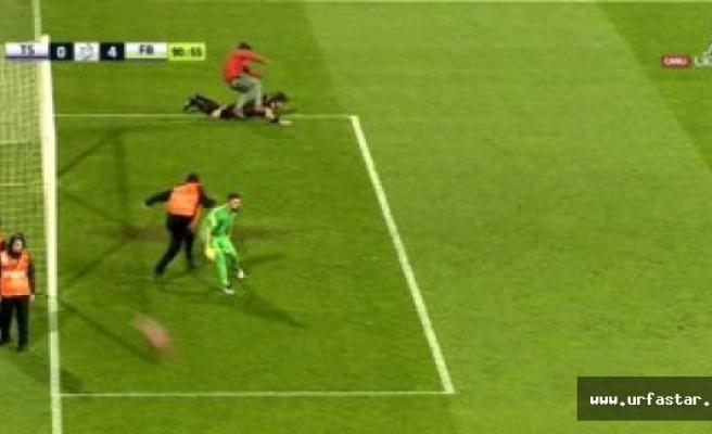 Trabzon-Fener maçında ortalık karıştı