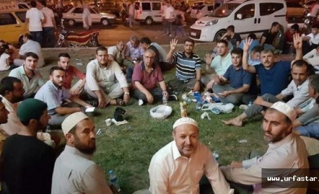 Urfa'da din görevlileri demokrasi nöbeti tutuyor