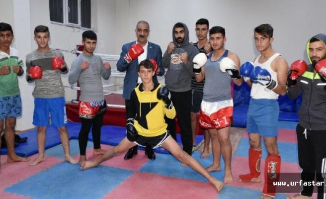 Başkan Bayık'tan Turnuva Öncesi Kick Box'culara Moral Ziyareti