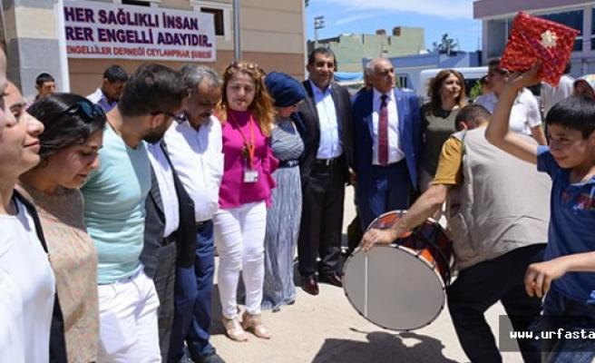 Başkan Atilla, Engelli Vatandaşlarla Halay Çekti