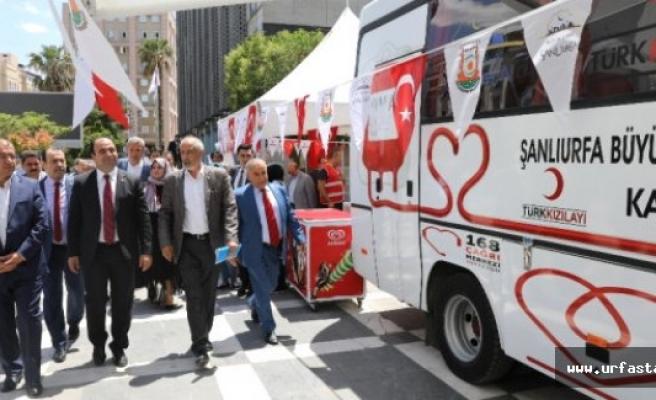 Türk Kızılayı'na Kan Toplama Aracı Hibe Etti