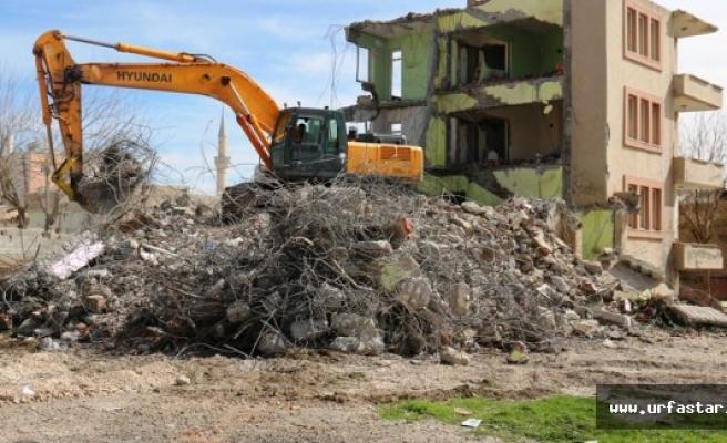 Akçakale'de Metruk Binalar Yıkıldı, Mahalle Sakinleri Huzura Kavuştu