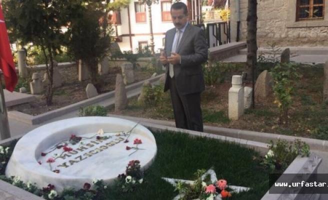 Mezarı başında dua etti...