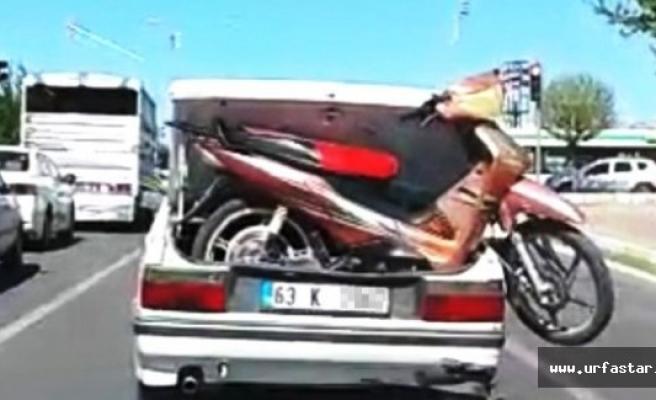 Bagajdaki Motosikletle Trafikte Yol Aldı