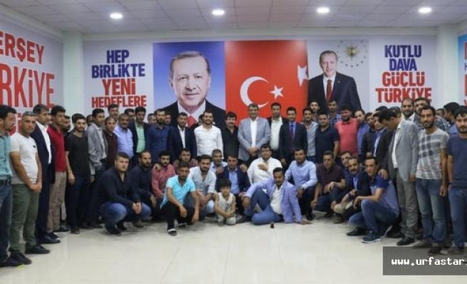 Başkan Ayhan Gençlerle Seçim Bürosunda Bir Araya Geldi