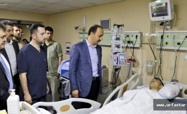 Yaralı askerleri ziyaret etti