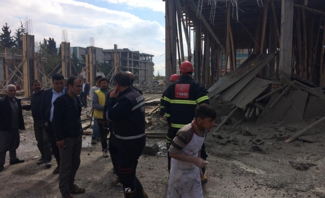 Urfa'da bina çöktü...