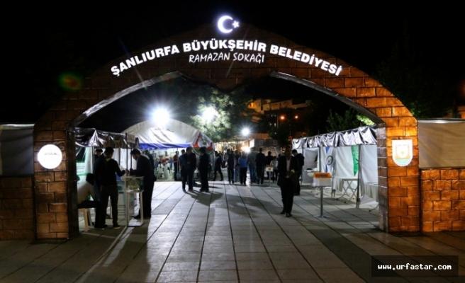 İftar sonrası ramazan sokağı doldu