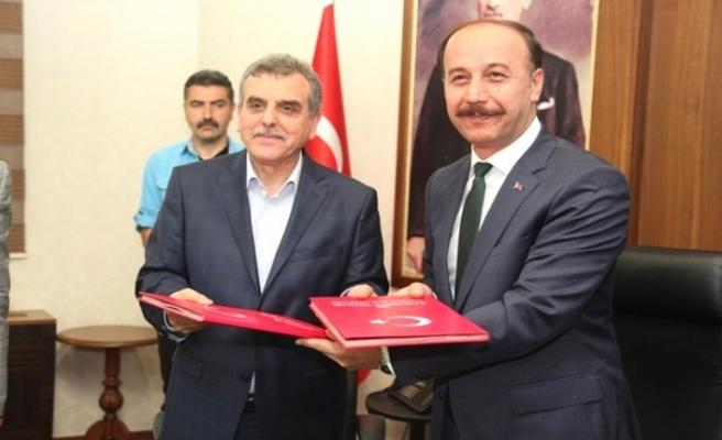 Urfa Valiliği ile Belediye protokol imzaladı