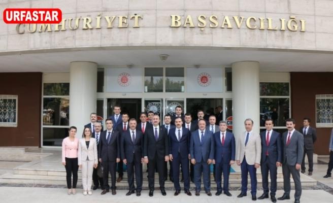 Adalet Bakanı Gül Urfa Adliyesini ziyaret etti