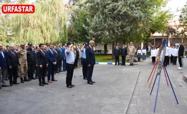 Hilvan'da 29 Ekim Kutlamaları Çelenk Sunumuyla Başladı