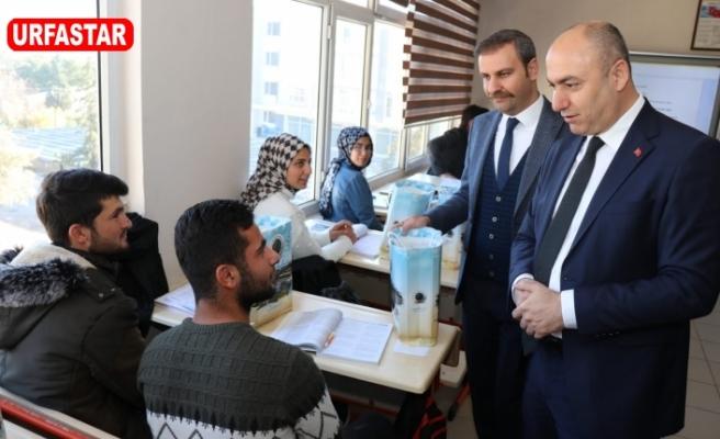 Başkan Aksoy'dan öğrencilere üniversite hazırlık seti